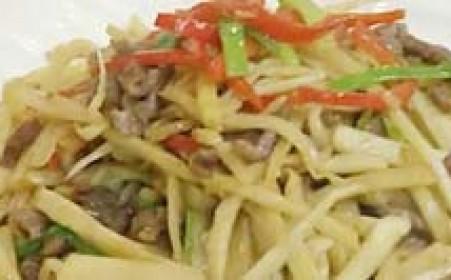 膳道网做菜视频_【视频】红椒笋丝炒牛肉做法视频教程,牛肉怎么切丝-六星网